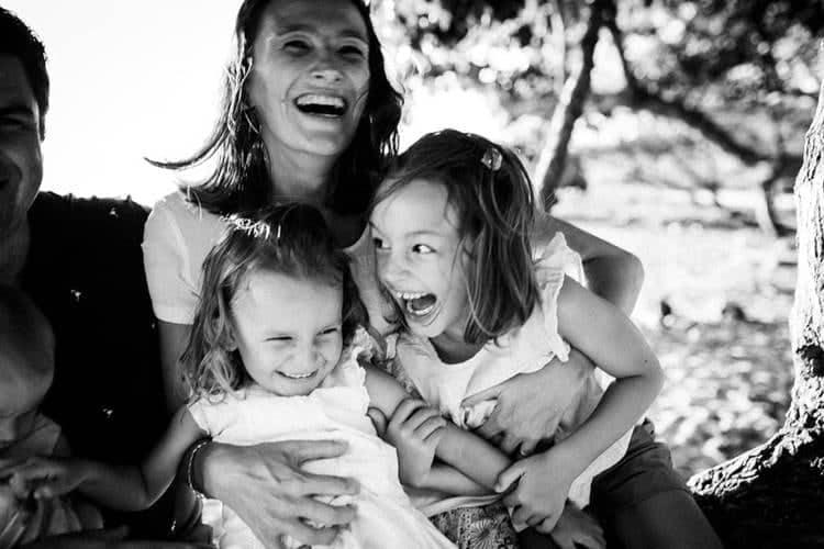 Séance photo famille lifestyle sur la plage 974 Réunion