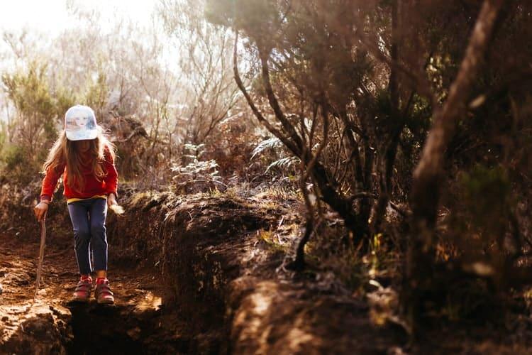 Lili en randonnée au volcan