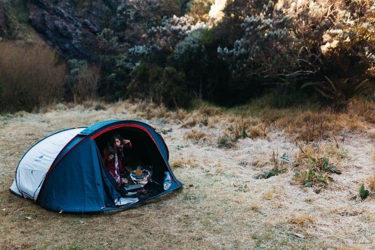 réveil le matin sous tente